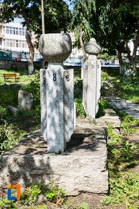 monumente-funerare-moscheea-esmahan-sultan-din-mangalia-judetul-constanta.jpg