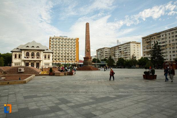 monumente-si-cladiri-aflate-in-piata-unirii-din-focsani-judetul-vrancea.jpg