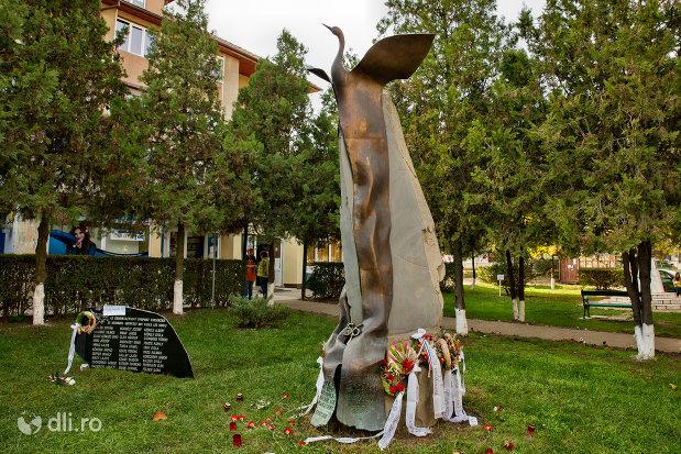 monumentul-comemorativ-al-grupului-anticomunist-condamnat-in-anul-1956-din-valea-lui-mihai.jpg