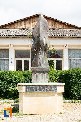 monumentul-dascalilor-din-pucioasa-judetul-dambovita.jpg