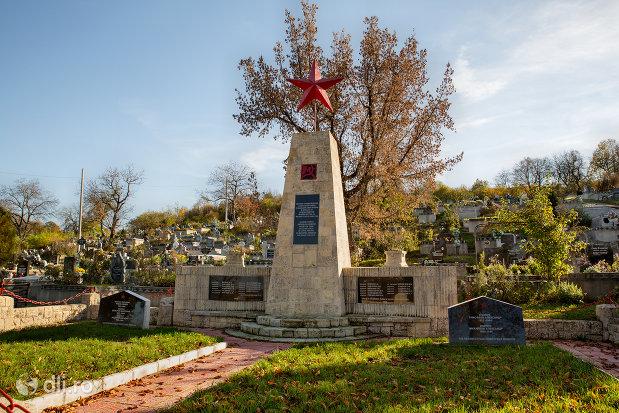 monumentul-din-cimitirul-eroilor-din-zalau-judetul-salaj.jpg