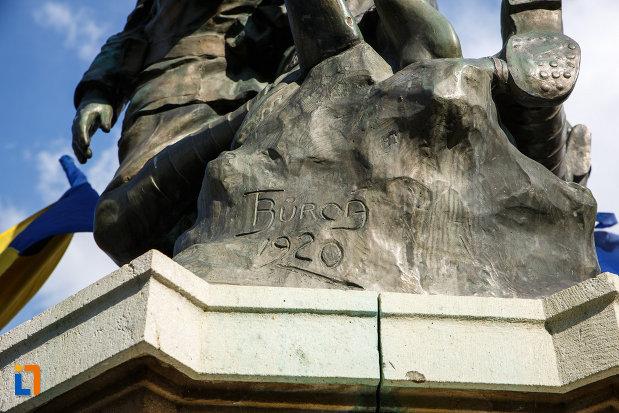 monumentul-eroilor-1916-1918-din-odobesti-din-anul-1920.jpg