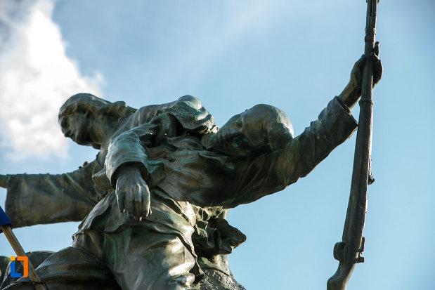 monumentul-eroilor-1916-1918-din-odobesti-partea-de-sus.jpg