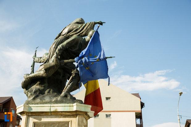 monumentul-eroilor-1916-1918-din-odobesti.jpg