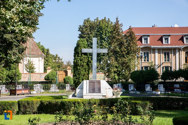 monumentul-eroilor-anticomunisti-din-brasov-judetul-brasov.jpg