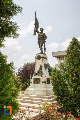 monumentul-eroilor-cazuti-in-primul-razboi-mondial-din-alexandria-judetul-teleorman-privit-din-lateral.jpg
