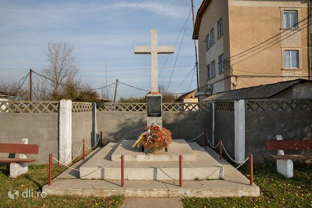 monumentul-eroilor-cazuti-la-datorie-4-septembrie-1940-din-diosig-judetul-bihor.jpg