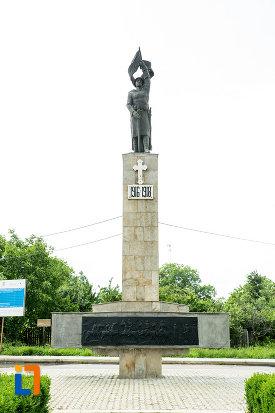 monumentul-eroilor-din-adjud-judetul-vrancea.jpg