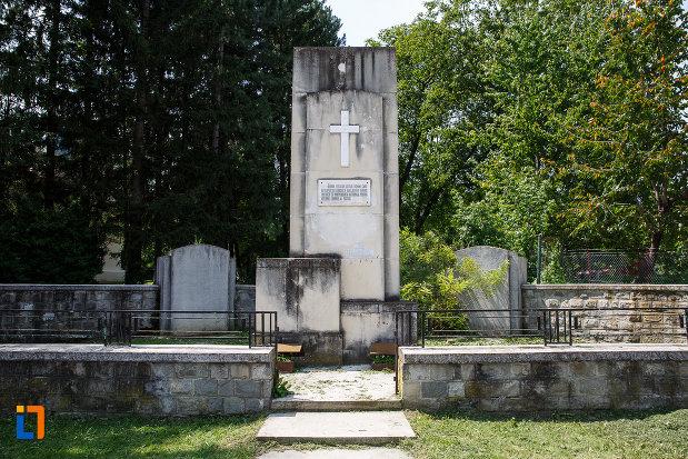 monumentul-eroilor-din-breaza-judetul-prahova.jpg