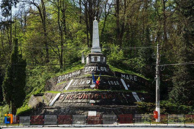 monumentul-eroilor-din-brezoi-judetul-valcea.jpg
