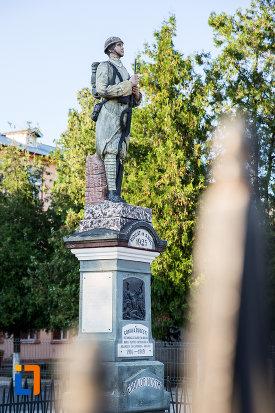 monumentul-eroilor-din-budesti-judetul-calarasi-vazut-din-lateral.jpg
