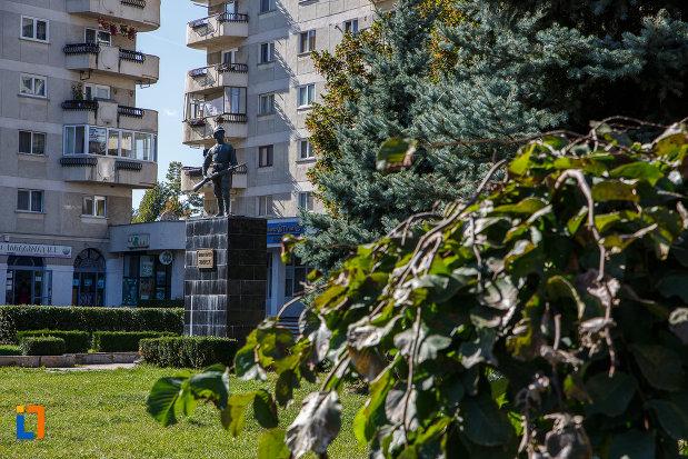 monumentul-eroilor-din-campina-judetul-prahova.jpg