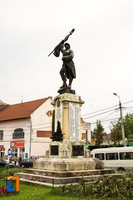 monumentul-eroilor-din-campulung-muscel-judetul-arges.jpg