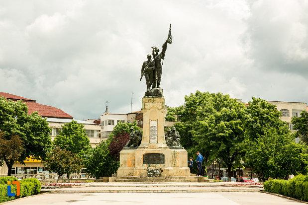 monumentul-eroilor-din-caracal-judetul-olt.jpg
