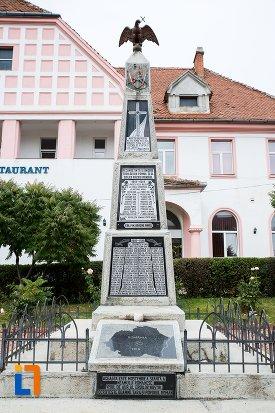 monumentul-eroilor-din-codlea-judetul-brasov.jpg