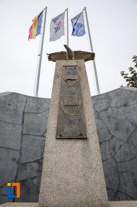 monumentul-eroilor-din-copsa-mica-judetul-sibiu-vazut-de-jos.jpg