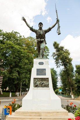 monumentul-eroilor-din-dorohoi-judetul-botosani.jpg