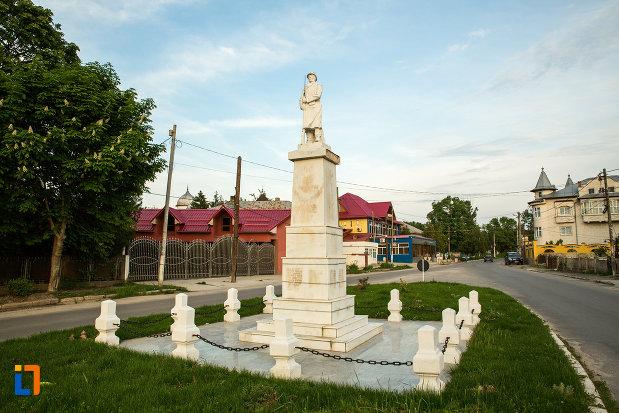monumentul-eroilor-din-draganesti-olt-judetul-olt.jpg