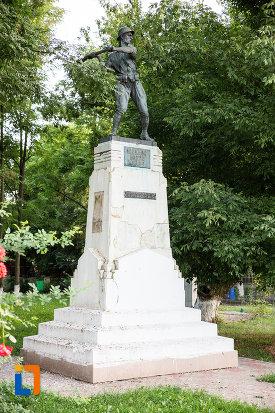monumentul-eroilor-din-fundulea-judetul-calarasi.jpg