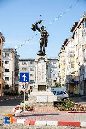 monumentul-eroilor-din-gaesti-judetul-dambovita.jpg