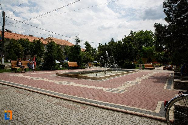 monumentul-eroilor-din-gataia-judetul-timis-parcul-in-care-este-amplasat.jpg