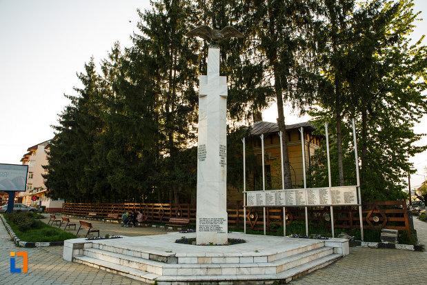 monumentul-eroilor-din-horezu-judetul-valcea.jpg