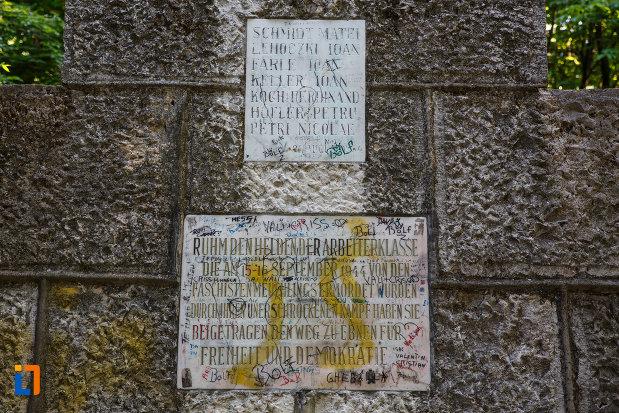 monumentul-eroilor-din-jimbolia-judetul-timis-placute-informative.jpg
