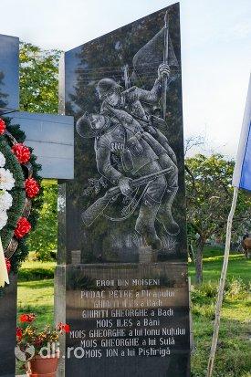 monumentul-eroilor-din-moiseni-judetul-satu-mare-latura-dreapta.jpg