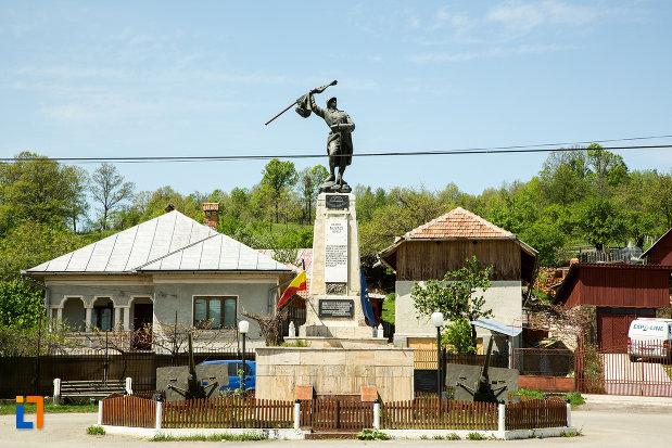 monumentul-eroilor-din-novaci-judetul-gorj.jpg