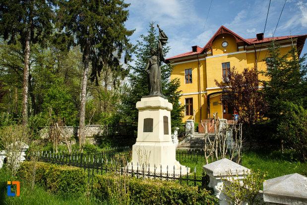 monumentul-eroilor-din-ocnele-mari-judetul-valcea.jpg