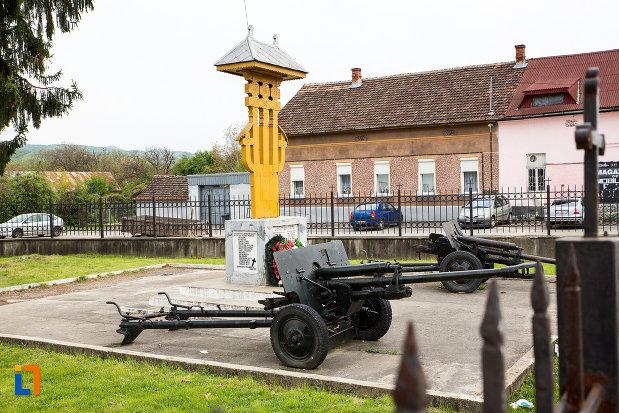 monumentul-eroilor-din-otelu-rosu-judetul-crasa-severin.jpg
