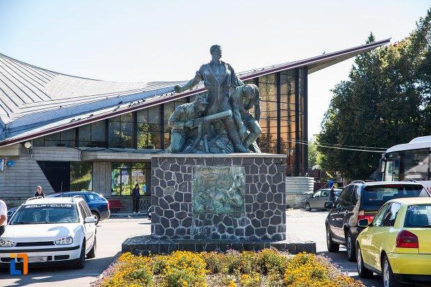 monumentul-eroilor-din-predeal-judetul-brasov.jpg
