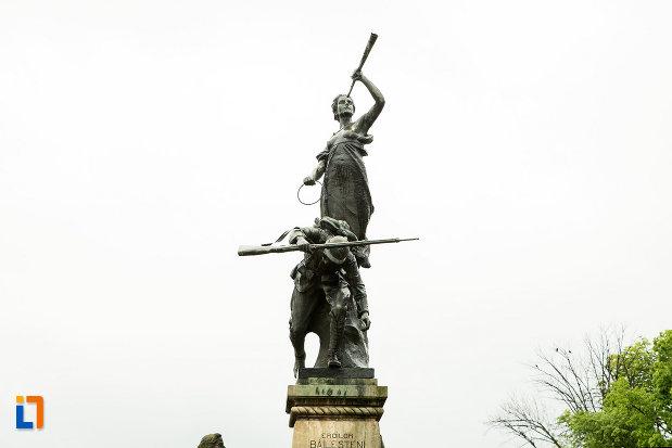 monumentul-eroilor-din-primul-razboi-mondial-din-bailesti-judetul-dolj-vazut-din-fata.jpg