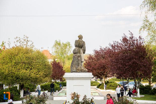 monumentul-eroilor-din-primul-razboi-mondial-din-bocsa-judetul-caras-severin-vazut-din-spate.jpg