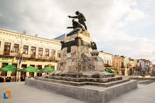 monumentul-eroilor-din-primul-razboi-mondial-din-botosani-judetul-botosani-vazut-din-lateral.jpg