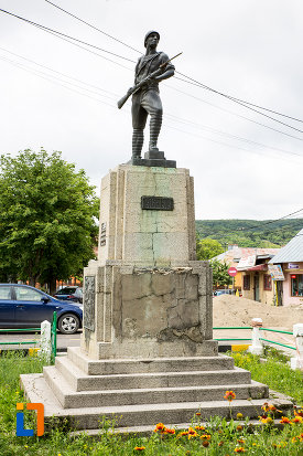 monumentul-eroilor-din-primul-razboi-mondial-din-moreni-judetul-dambovita.jpg