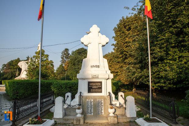 monumentul-eroilor-din-radauti-judetul-suceava.jpg