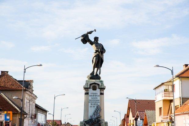 monumentul-eroilor-din-sacele-judetul-brasov.jpg