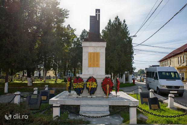 monumentul-eroilor-din-seini-judetul-maramures.jpg