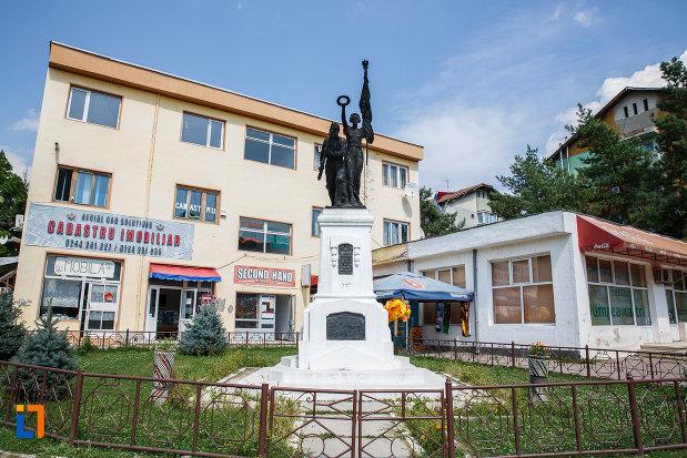 monumentul-eroilor-din-slanic-judetul-prahova.jpg