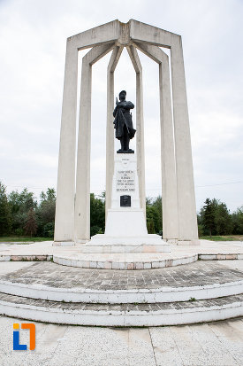 monumentul-eroilor-din-slobozia-judetul-ialomita.jpg