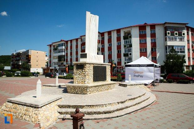 monumentul-eroilor-din-topoloveni-judetul-arges.jpg