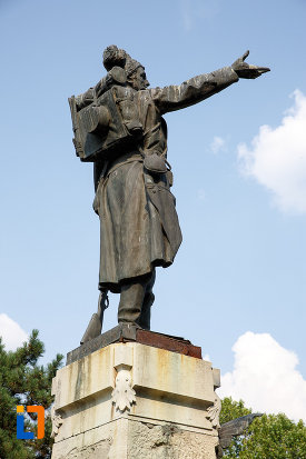 monumentul-eroilor-din-turnu-magurele-judetul-teleorman-vazut-din-spate.jpg