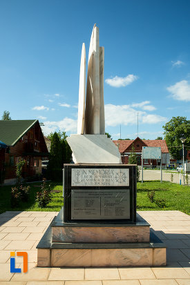 monumentul-eroilor-marinari-din-drobeta-turnu-severin-judetul-mehedinti-vazut-dintr-o-parte.jpg