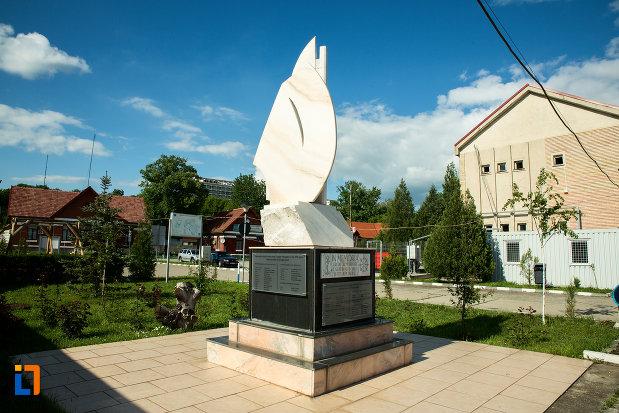 monumentul-eroilor-marinari-din-drobeta-turnu-severin-judetul-mehedinti.jpg