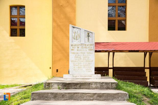 monumentul-eroilor-revolutiei-din-1989-din-caransebes-judetul-caras-severin.jpg