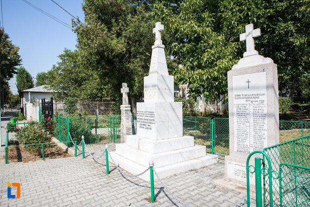 monumentul-eroilor-revolutiei-din-1989-din-cazanesti-judetul-ialomita-vazut-din-lateral.jpg
