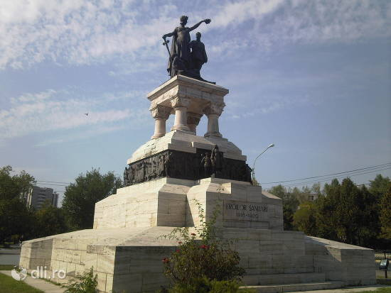 monumentul-eroilor-sanitari.jpg