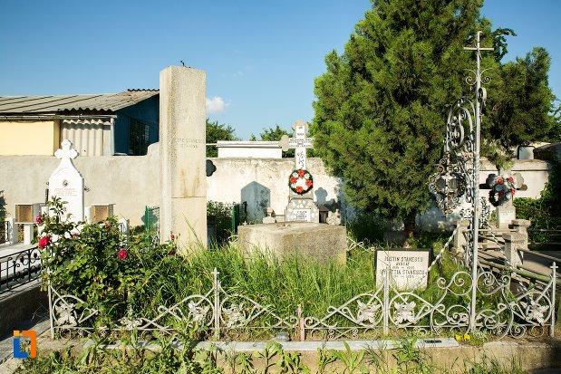 monumentul-funerar-al-fostului-primar-petre-stanescu-din-buzau-judetul-buzau.jpg