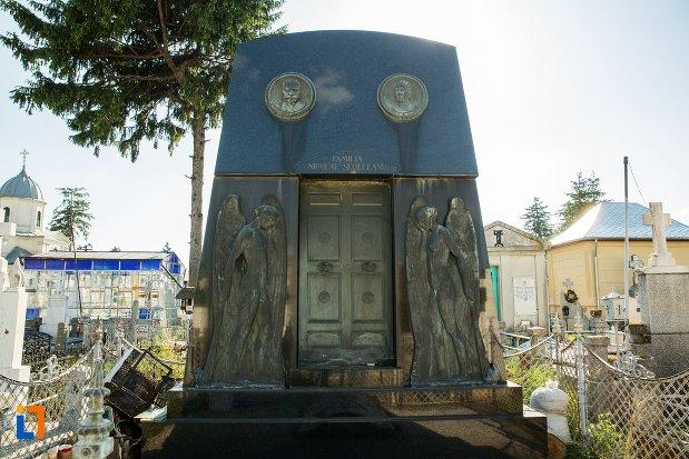 monumentul-funerar-al-lui-nicolae-seceleanu-din-buzau-judetul-buzau.jpg